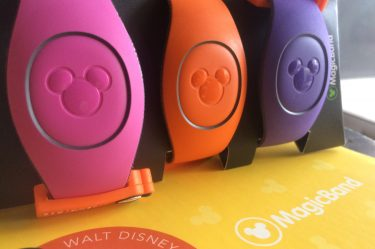 If you have little wrists, or kids, this is the MagicBand Hack you MUST TRY for a perfect fit at Disney!