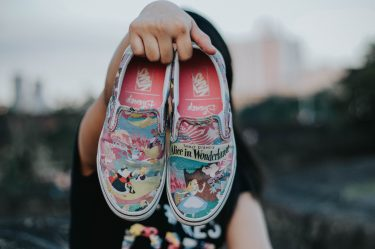 What are the best shoes to walk around Walt Disney World? Find out the top recommendations from Disney fans in this post!
