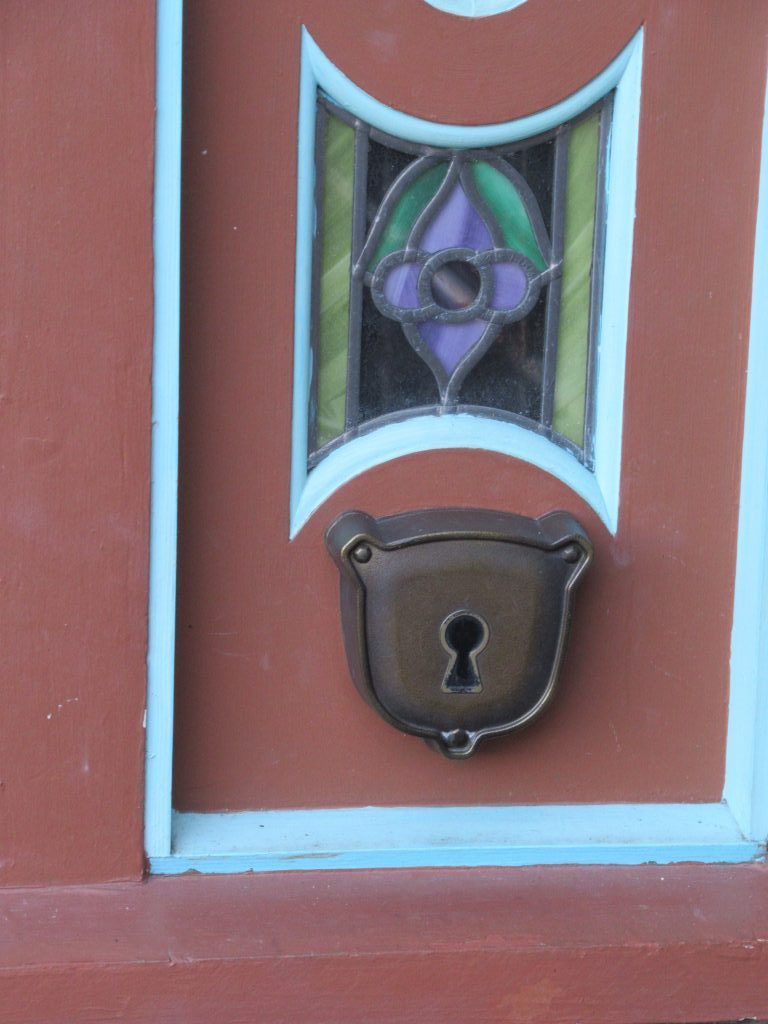 Scan your MagicBand or Disney ticket on the keyhole to open each Sorcerers of the Magic Kingdom portal.